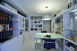 Apartamento Bela Vista: Escritórios  por Francisco Humberto Franck