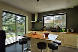Cucina in stile in stile Moderno di HELENE LAMBOLEY ARCHITECTE DPLG