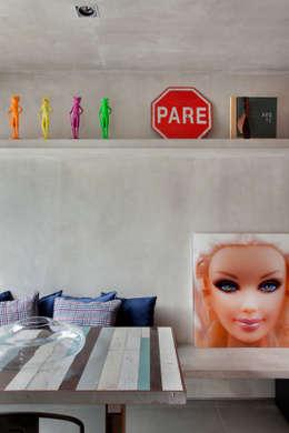 Salas / recibidores de estilo industrial por Studio ro+ca
