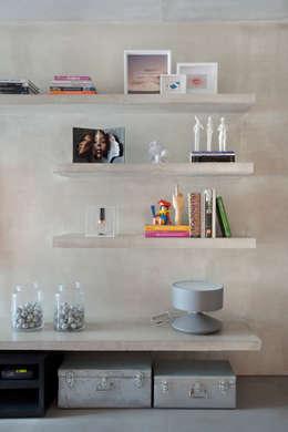 Studio ro+ca: endüstriyel tarz tarz Oturma Odası