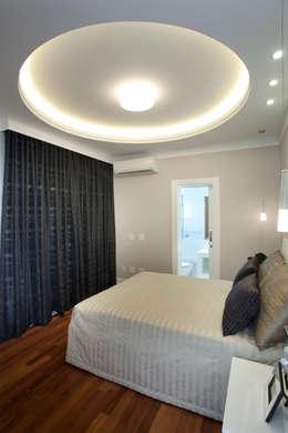 Casa Tamboré: Quartos  por Arquiteto Aquiles Nícolas Kílaris