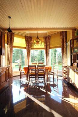 Загородный дом в Конаково: Столовые комнаты в . Автор – Trubnikoff Hall