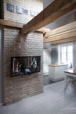 Moje mieszkanie: styl , w kategorii Salon zaprojektowany przez Anna Wrona