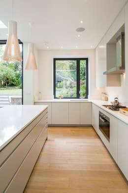 ห้องครัว by Jones Associates  Architects