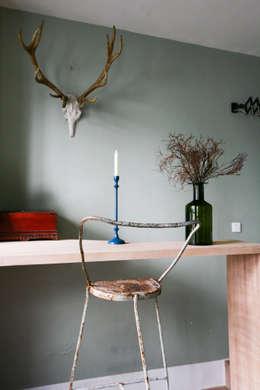 Duplex sur cour pour amateur de curiosité: Bureau de style de style Asiatique par Jean-Bastien Lagrange + Interior Design