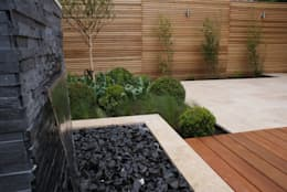 Extended living space - Manchester:   by Hannah Collins Garden Design