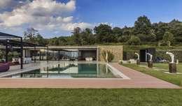 Projekty,  Dom rustykalny zaprojektowane przez VelezCarrascoArquitecto VCArq
