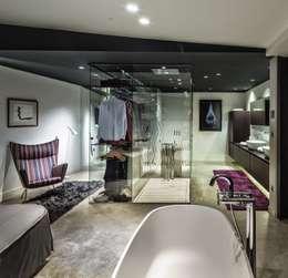 VelezCarrascoArquitecto VCArq: modern tarz Giyinme Odası