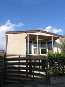 Great Lato Sud: Case In Stile In Stile Moderno Di Studio Architettura X  Sostenibilità