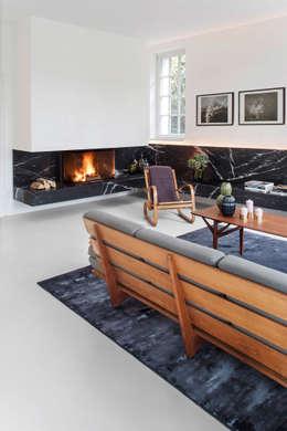Wohnung MM: minimalistische Wohnzimmer von BATEK ARCHITECTS / ESTER BRUZKUS ARCHITECTS