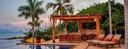 Villa Farallón 14: Albercas de estilo topical por BR  ARQUITECTOS