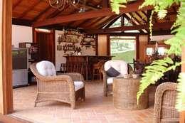 Garajes y galpones de estilo rústico por Cadore Arquitetura