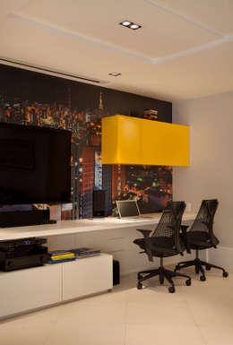 میڈیا کا کمرہ by Cadore Arquitetura