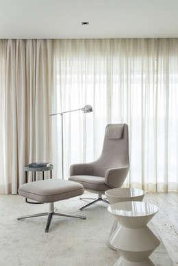 Apartamento GR: Salas de estar modernas por Triplex Arquitetura
