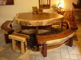 Mesa con bancas: Comedor de estilo  por Cenquizqui