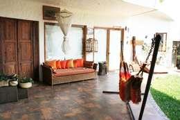 Pasillo Interior de Casa vista al Jardin: Vestíbulos, pasillos y escaleras de estilo  por Cenquizqui