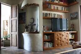 Sala Multimedia: Sala multimedia de estilo  por Cenquizqui