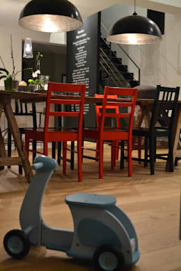 Maison L: Salle à manger de style de style Industriel par Courants Libres