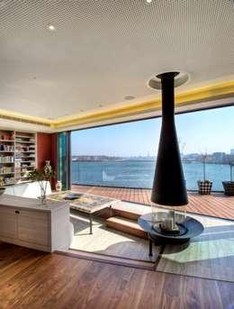 Salas / recibidores de estilo moderno por Designstudio K GmbH