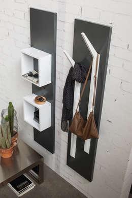 Vestíbulos, pasillos y escaleras de estilo  por Ronda Design