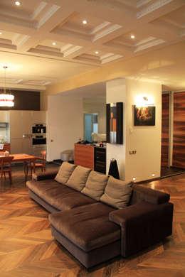 Модная квартира.: Гостиная в . Автор – Fusion Design