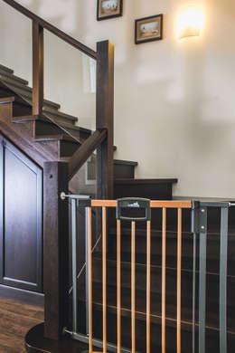 Couloir, entrée, escaliers de style de style Classique par Very'Wood