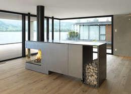 Feuerstelle Objekt-KR: moderne Wohnzimmer von Wirth&Schmid AG
