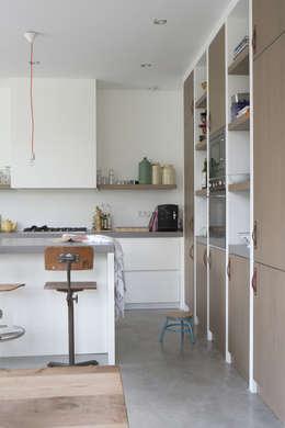 leefkeuken: moderne Keuken door Boks architectuur
