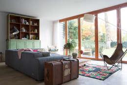 Salas / recibidores de estilo moderno por Boks architectuur