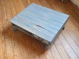 Table basse sur mesure en bois de palette: Salon de style de style eclectique par La Fée rabote