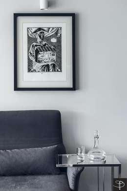 Wielkomiejski eklektyzm: styl , w kategorii Salon zaprojektowany przez Studio Potorska