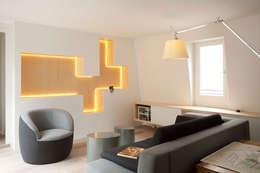Transformation d'un duplex vétuste en appartement moderne-Paris-3e: Salon de style de style Moderne par ATELIER FB