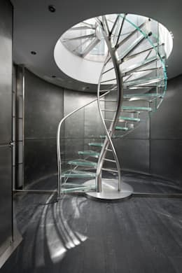 Helical Stairs Glass TWE707: moderne Gang, hal & trappenhuis door EeStairs | Stairs and balustrades