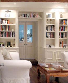ห้องนั่งเล่น by INGLISH DESIGN