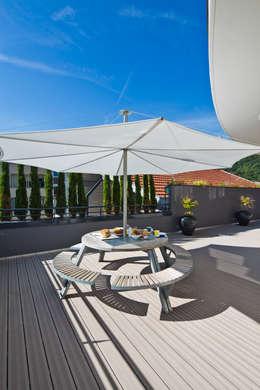 Appartement carte blanche: Terrasse de style  par Anne-Maud & Natacha