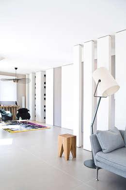 Appartement carte blanche: Salon de style de style Moderne par Anne-Maud & Natacha