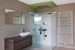 """Tubize """"TETRIS"""": Salle de bains de style  par DATAscs"""