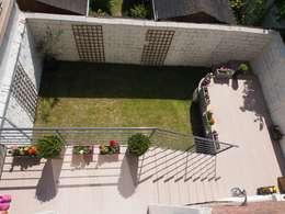 Maison de Famille rénovée: Terrasse de style  par agence MGA architecte DPLG