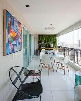 Edifício Maison Karine: Terraços  por Rodrigo Maia Arquitetura + Design