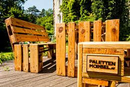 Balcones y terrazas de estilo  por palettenmoebel.at
