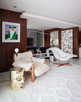 modern Living room by Rodrigo Maia Arquitetura + Design