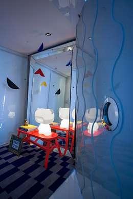 Edifício Maison Karine: Corredores e halls de entrada  por Rodrigo Maia Arquitetura + Design