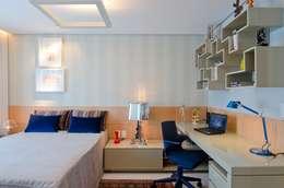 Edifício Maison Karine: Quartos  por Rodrigo Maia Arquitetura + Design