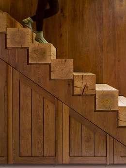 Masif Panel Çözümleri - SERENDER AHŞAP – Ahşap Merdiven Uygulaması: modern tarz Koridor, Hol & Merdivenler