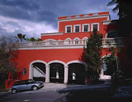 Robles: Casas de estilo colonial por Micheas Arquitectos