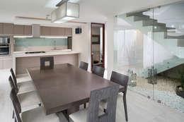 Salas de jantar modernas por Micheas Arquitectos