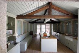 Cocinas de estilo rústico por Branco Cavaleiro architects