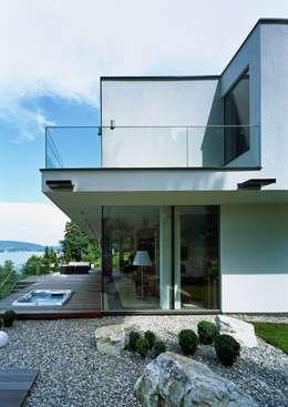 Villas de estilo  por Arkan Zeytinoglu Architects
