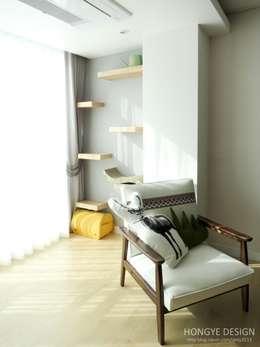 Ruang Keluarga by 홍예디자인