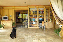 Multimedia room by Porte del Passato